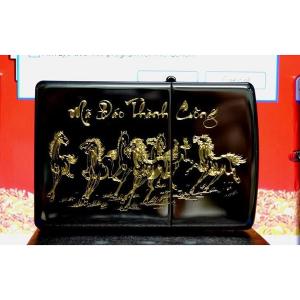 Zippo khắc sâu Ngựa Mã đáo thành công Mạ vàng 24K- Mã: 24756MV