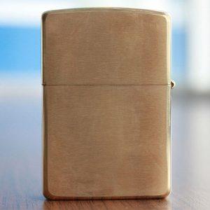 Zippo Four Leaf Clover ( Shamrock ) Emblem Brushed Brass - Mã: 28806